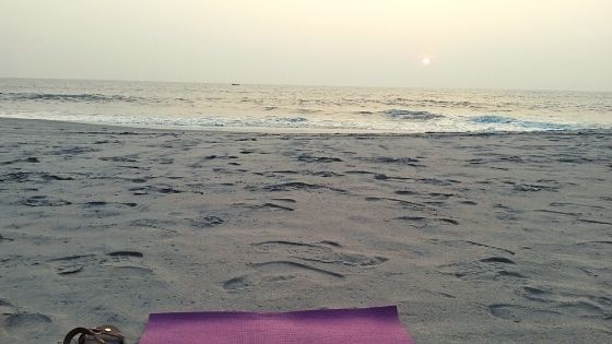 morning-yoga-on-the-beach-in-india